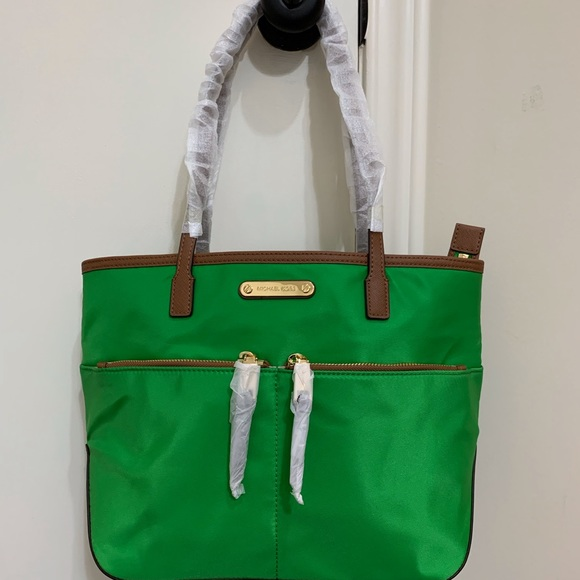 10a4275bd5ae Michael Kors Bags | Nwt Kempton Medium Pocket Nylon Tote | Poshmark